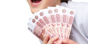 Многие компании не успевают выдать зарплату в срок и выплачивают ее частями.